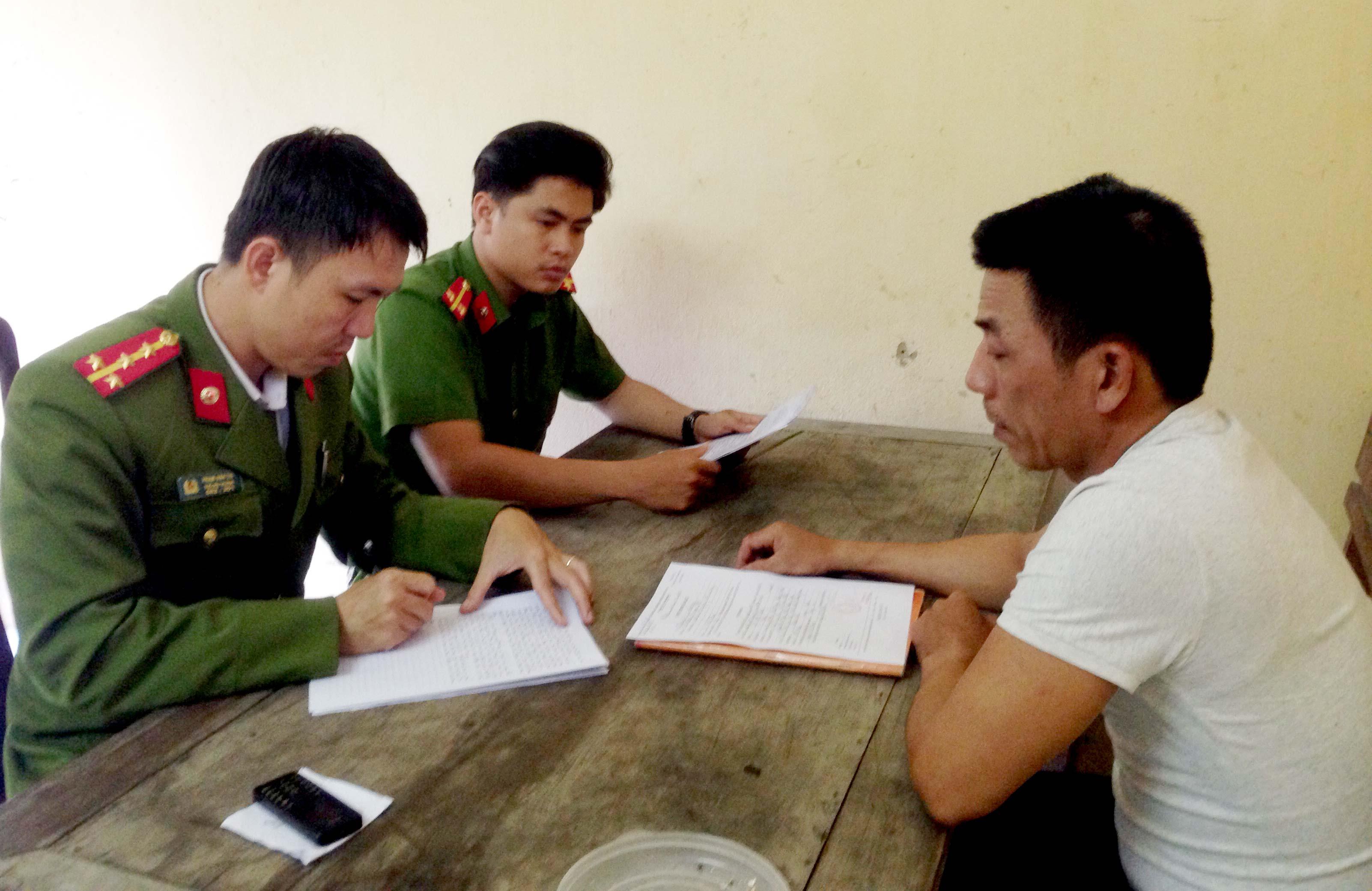 Công an Phú Ninh hỏi cung điều tra đối tượng Lê Viết Cường. Ảnh: VINH CHÂU