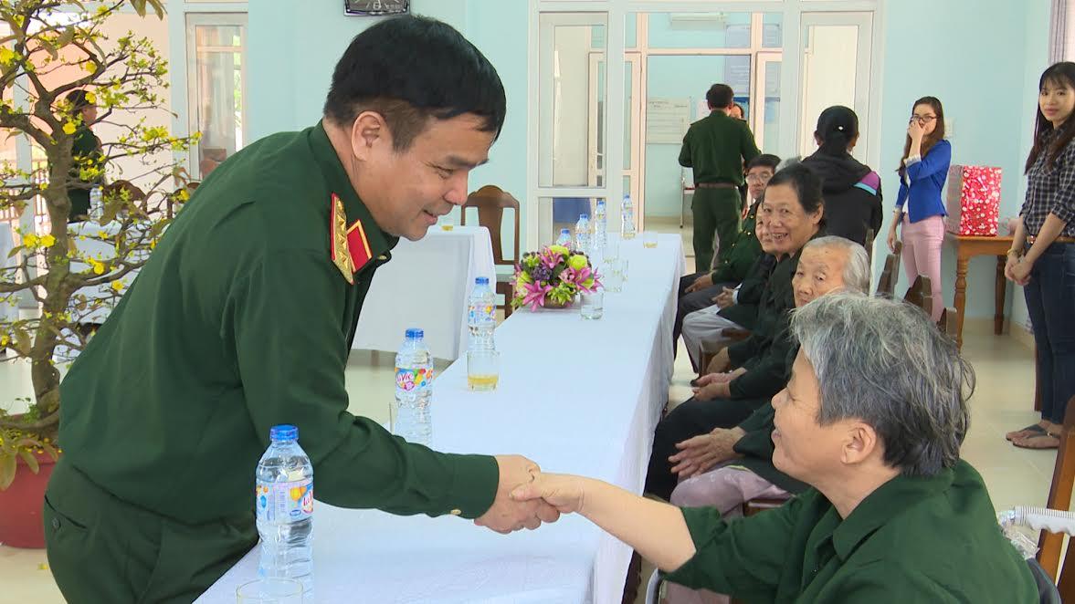Thượng tướng Lê Chiêm, Thứ trưởng Bộ Quốc phòng thăm hỏi sức khỏe đối tượng chính sách tại Trung tâm nuôi dưỡng, điều dưỡng thương bệnh binh nặng và người có công cách mạng tỉnh Quảng Nam