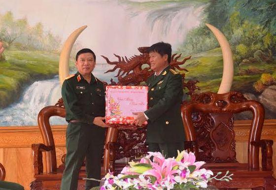 Thiếu tướng  - Lê Hiền Vân - Phó Chủ nhiệm Tổng cục Chính trị quân đội nhân dân Việt Nam chúc tết Bộ Chỉ huy Biên phòng tỉnh.