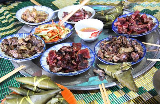 Độc đáo ẩm thực truyền thống trong ngày tết của người Cơ Tu.  Ảnh: Đ.NGUYÊN
