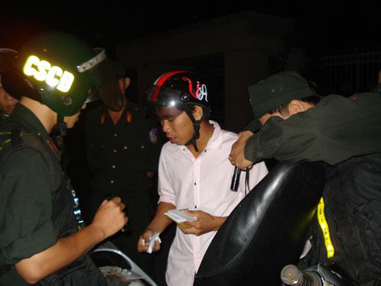 Một vụ tàng trữ ma túy được các chiến sĩ CSCĐ phát hiện khi tuần tra đêm.