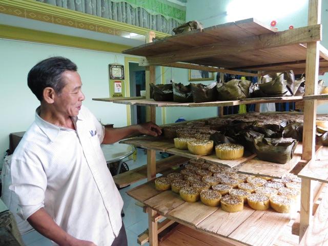Bánh tổ là thức được người dân quê ưa chuộng dịp Tết. Ảnh: LIÊN - PHƯỜNG