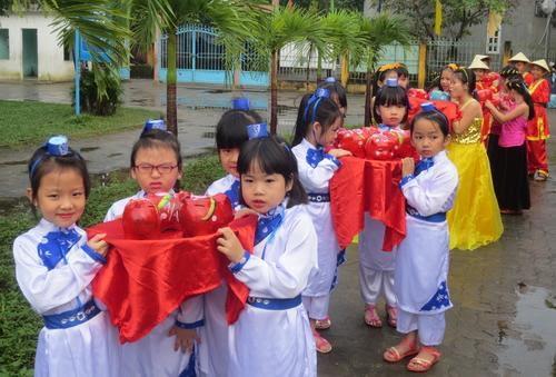 Những chú heo đất ở Liên đội TNTP trường tiểu học Hùng Vương, phường Trường Xuân, thành phố Tam Kỳ.