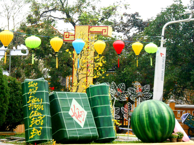 Colors in Hoi An on the days before the lunar new year.