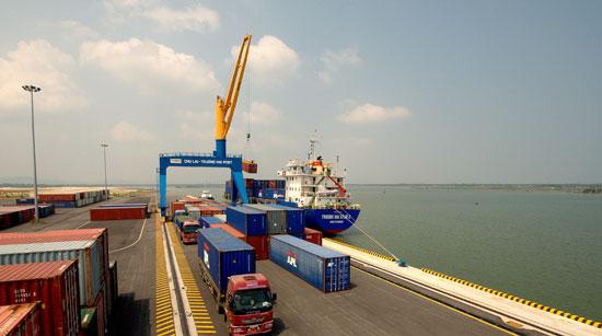 Việc đưa vào hoạt động cảng Chu Lai - Trường Hải đã tạo điều kiện phát triển dịch vụ logistics của Thaco. Ảnh: Đ.H