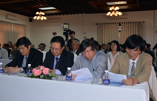Bí thư Tỉnh ủy Nguyễn Ngọc Quang cùng đại diện UBND tỉnh cũng đã đến dự buổi ra mắt Viện Phan Châu Trinh