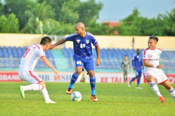 Claudecir (số 89) lập cú đúp bàn thắng trong chiến thắng 4-2 trước Sông Lam Nghệ An. Ảnh: T.VY