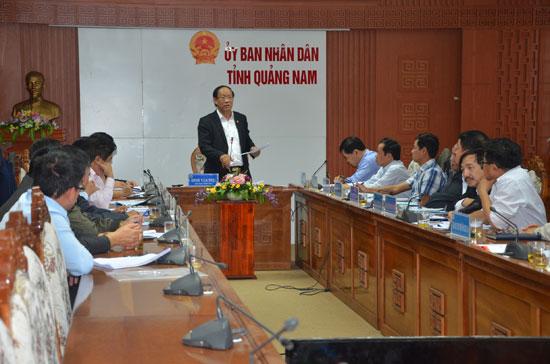 Chủ tịch UBND tỉnh Đinh Văn Thu phát biểu tại cuộc họp rút kinh nghiệm trong vận hành, điều tiết các hồ chứa thủy điện vào sáng 13.2. Ảnh: T.H