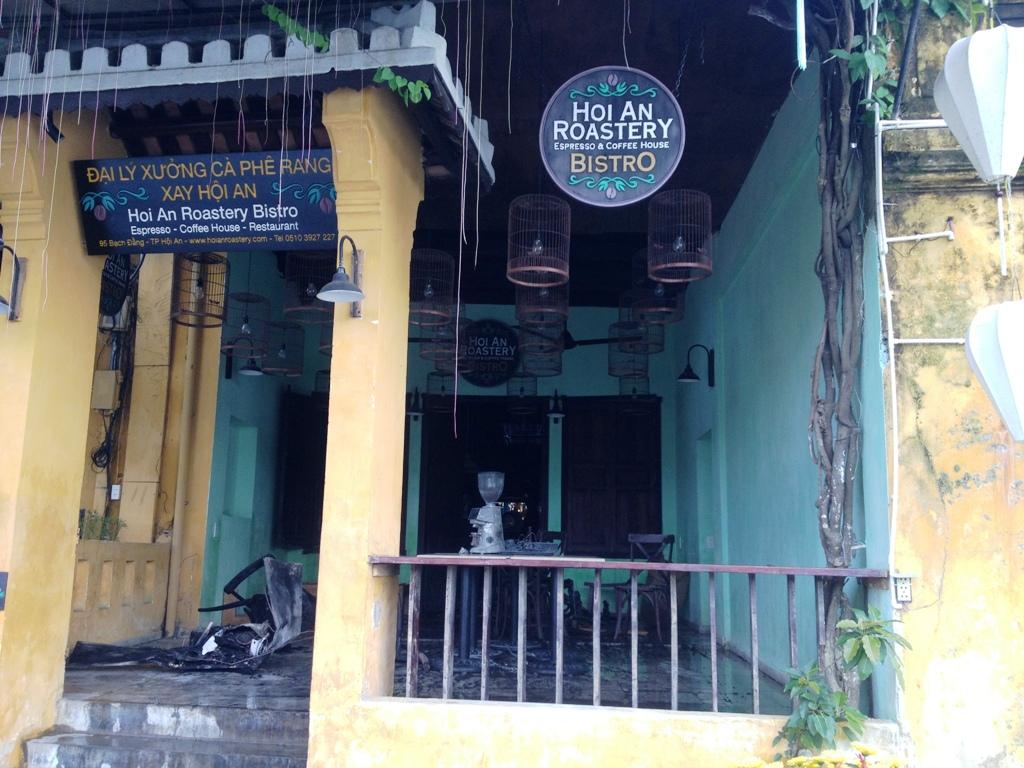Vụ cháy gây thiệt hại một số tài sản ở quầy pha chế ở ngôi nhà cổ số 95 Nguyễn Thái Học.