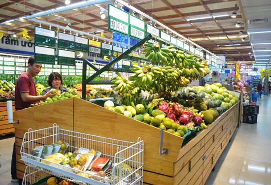 Hàng trái cây được mua nhiều tại Co.opMart Tam Kỳ. Ảnh: N.Q.V