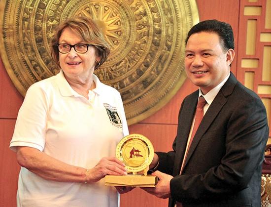 Vice Chairman Thanh (right) and Mrs Marsha Lynn Four