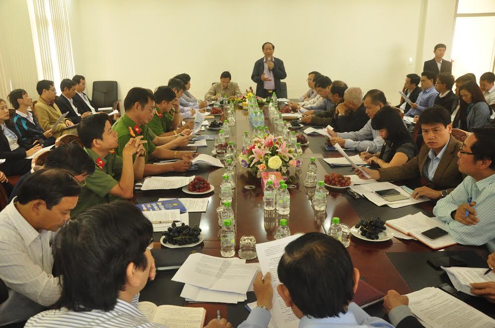 Chủ tịch UBND tỉnh Đinh Văn Thu phát biểu tại cuộc làm việc sáng 17.2.   NGUYÊN ĐOAN