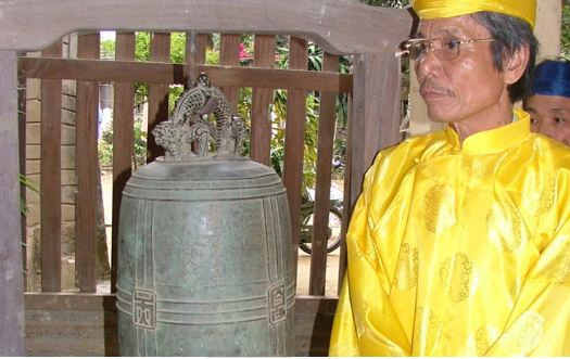 300-year-old Great Bell in the Ancestral Home of Phuoc Kieu bronze casting craft village