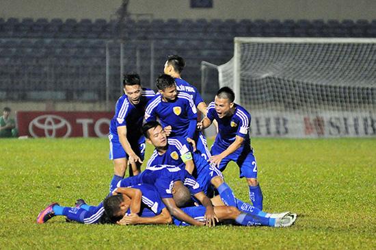 Để có được niềm vui chiến thắng, các cầu thủ Quảng Nam không thể mãi trông chờ vào may mắn.Ảnh: ANH SẮC