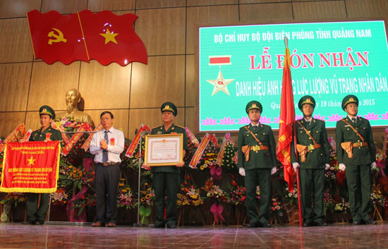 Bộ đội Biên phòng tỉnh đón nhận danh hiệu Anh hùng LLVTND vào năm 2015.Ảnh: ALĂNG NGƯỚC