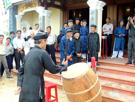 Lễ kỳ yên ở một đình làng.