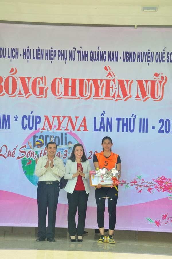 Đặng Phương Đông (Quế Sơn) giành giải vận động viên xuất sắc nhất giải. Ảnh: T.Vy