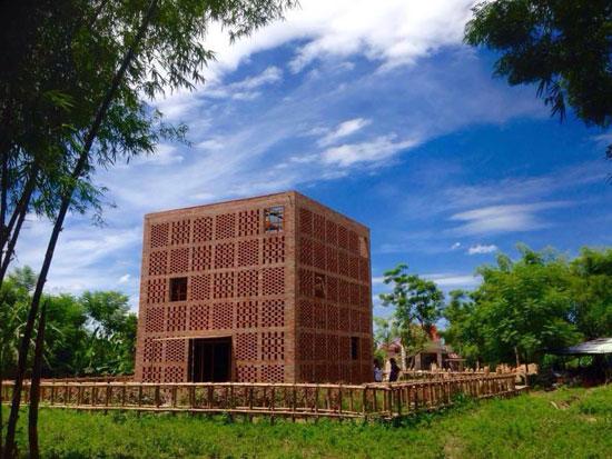 Cơ sở sản xuất Đất nung Lê Đức Hạ tại Cụm làng nghề Đông Khương. Ảnh: K.THOA