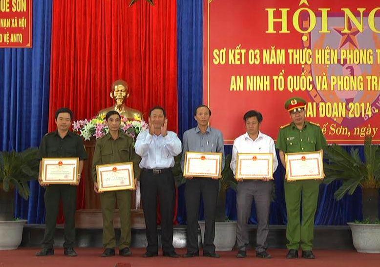 Khen thưởng cá nhân, tập thể Quế Sơn có thành tích trong giữ gìn an ninh trật tự địa phương