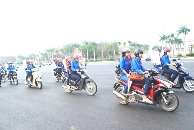 Diễu hành kêu gọi hưởng ứng, tham gia bảo vệ quyền của người tiêu dùng. Ảnh. N.Q.Việt