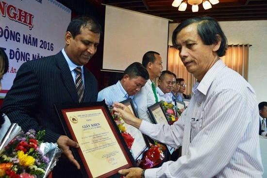 Khen thưởng thành viên có nhiều đóng góp cho Hiệp hội và hoạt động du lịch Quảng Nam thời gian qua