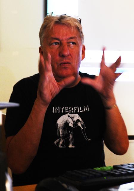 Đạo diễn Heinz Henmanns chia sẻ kinh nghiệm về làm phim ngắn. Ảnh: MINH HẢI