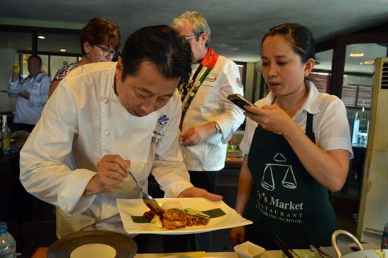 Buổi giao lưu là cơ hội quý báu để các đầu bếp Hội An học hỏi kinh nghiệm từ các đầu bếp hàng đầu thế giới