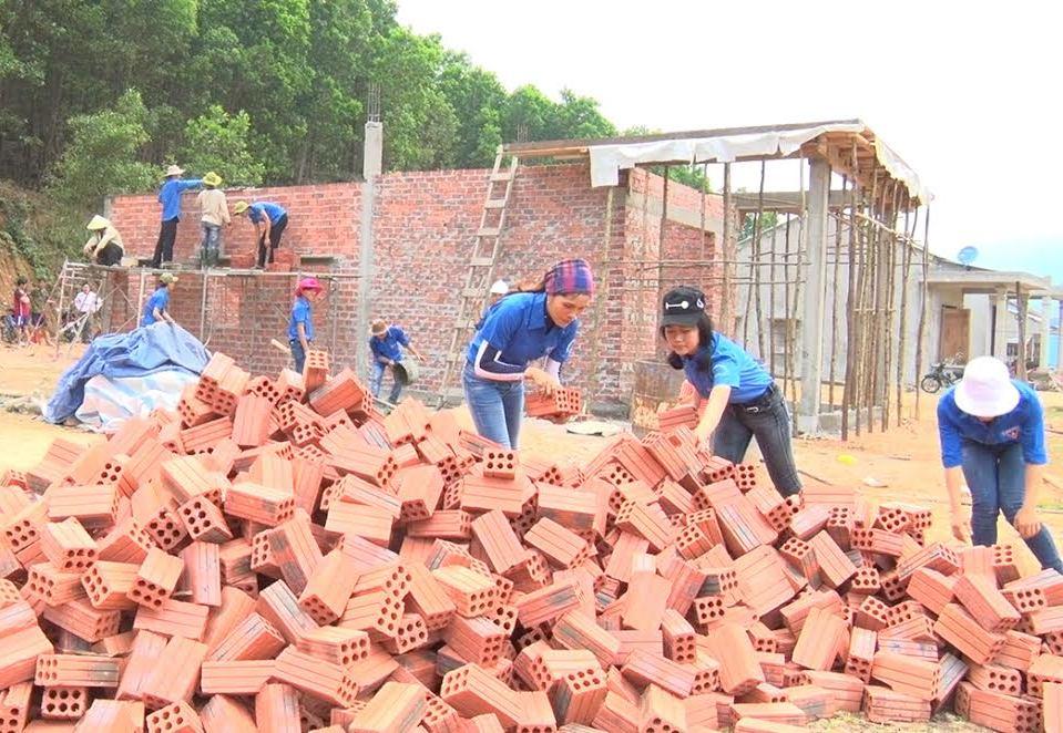 ĐVTN huyện Nông Sơn hỗ trợ