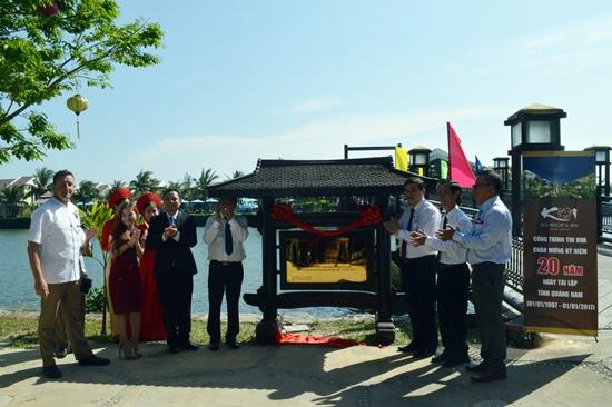 Gắn biển công nhận công trình thi đua chào mừng 20 năm tái lập tỉnh Khu nghỉ dưỡng KOI