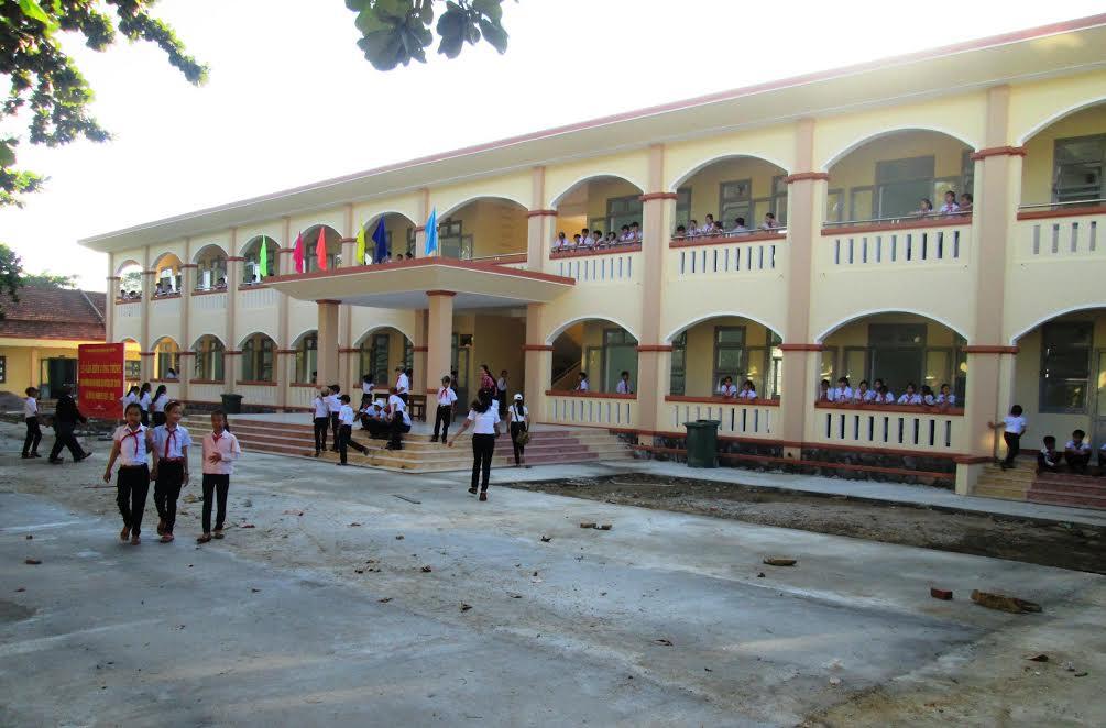 Nhiều trường học ở Duy Xuyên được đầu tư xây dựng kiên cố, khang trang.     Ảnh: HOÀI NHI