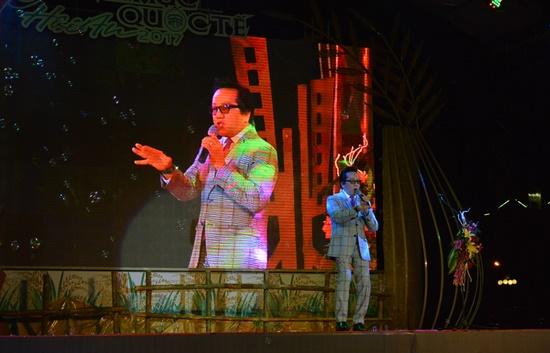 Danh ca Elvis Phương biểu diễn tại Liên hoan