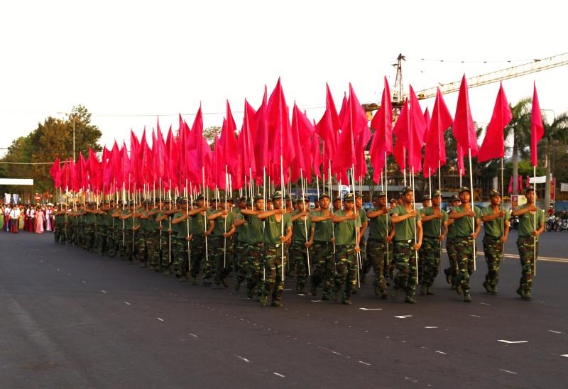 Lực lượng chiến sĩ đến từ Trung đoàn 885 thuộc Bộ Chỉ huy Quân sự tỉnh tham gia trình diễn võ thuật