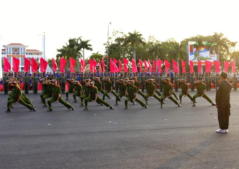 Các chiến sĩ Công an tỉnh biểu diễn quyền