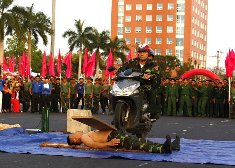 Vận khí công cho xe máy chạy trên bụng