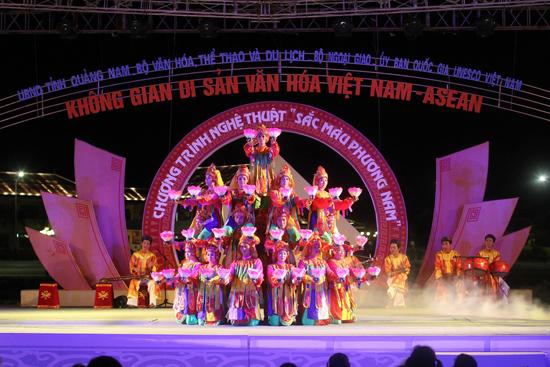 Một chương trình nghệ thuật trong Không gian Di sản Văn hóa Việt Nam - ASEAN năm 2013.
