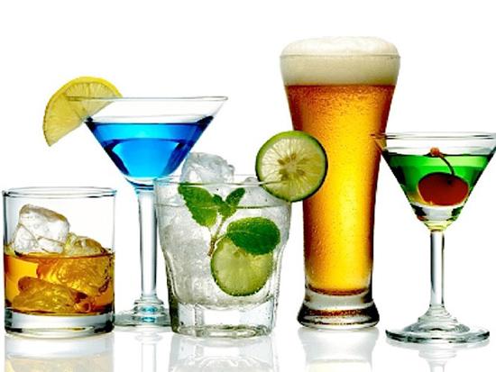 Rượu bia uống pha chung với các loại nước ngọt, nước tăng lực, trà, cà phê,… có thể gây nhiều tác hại
