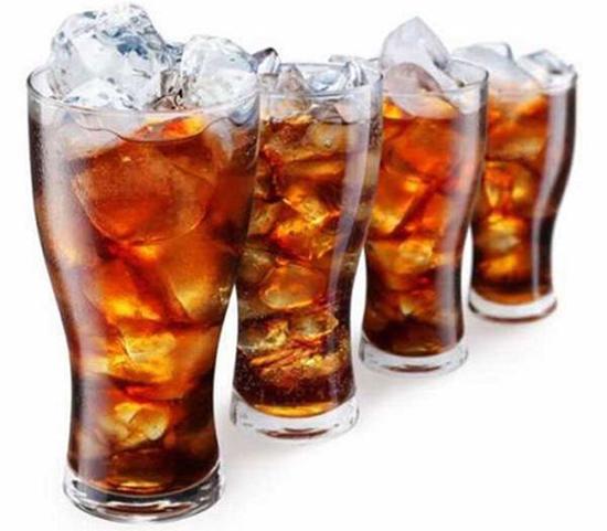 Cafein trong các loại nước ngọt làm người uống tỉnh ngủ mặc dù đã say rượu bia