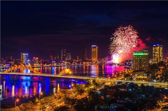Vietravel sẽ phục vụ trọn gói chương trình tham quan, xem pháo hoa Đà Nẵng 2017 cho du khách