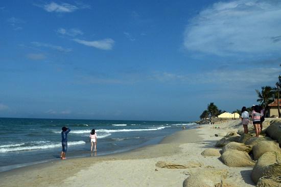 Việc bồi tụ cát tại bờ biển Cửa Đại dù tích cực nhưng phải chờ thời gian để khẳng định sự bền vững