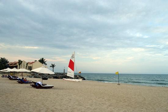 Bình yên bãi biển Hội An