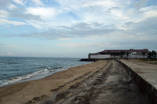 Đa phần bờ biển phía Bắc Cửa Đại đã được bội tụ cát
