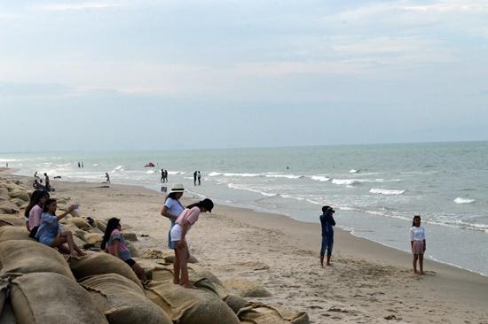 Biển Cửa Đại bồi tụ mở ra niềm vui mới cho người dân và du khách khi mùa du lịch biển đã cận kề