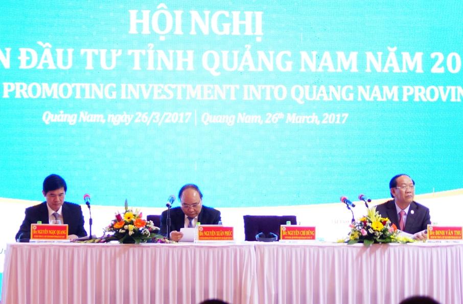 Thủ tướng Nguyễn Xuân Phúc cùng lãnh đạo tỉnh chủ trì hội nghị. Ảnh: P.T