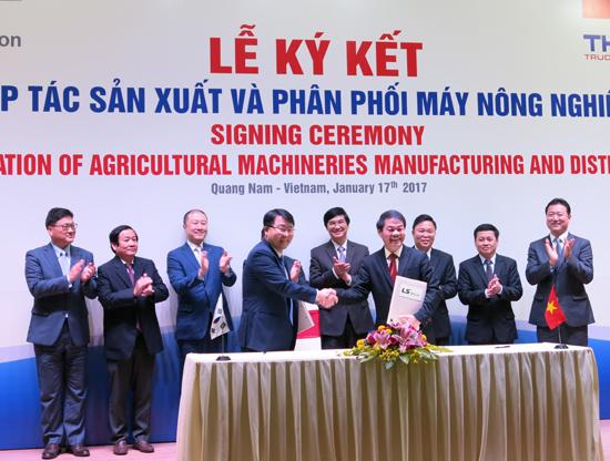 Lễ ký kết hợp tác sản xuất máy nông nghiệp giữa LS Mtron và Thaco. Ảnh: T.D
