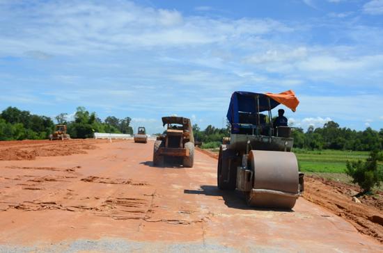 Đường cao tốc Đà Nẵng - Quảng Ngãi, đoạn từ Đà Nẵng - Tam Kỳ dự kiến tháng 6 này sẽ thông xe. Ảnh: H.PHÚC