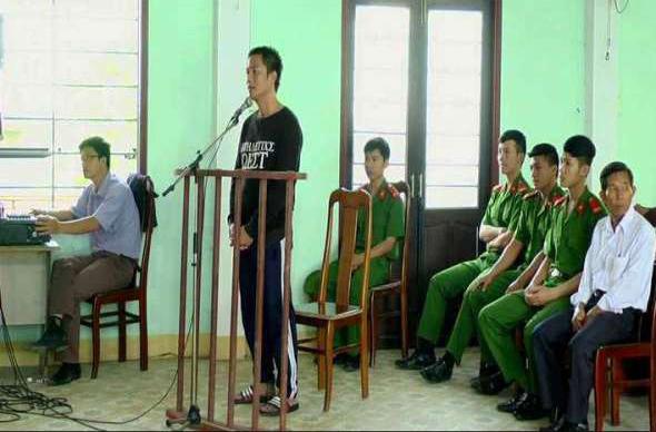 Bị cáo Phạm Quang Sinh tại phiên tòa. Ảnh: N.DUY