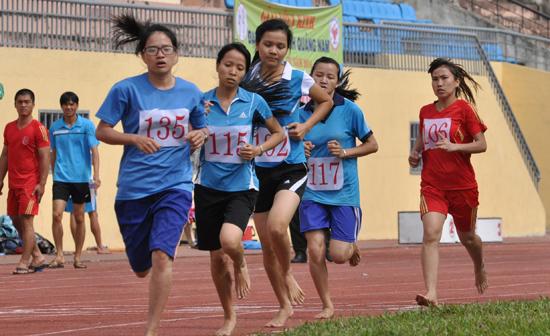Thi đấu môn điền kinh tại Đại hội TD-TT tỉnh Quảng Nam lần thứ VII. Ảnh: T.VY