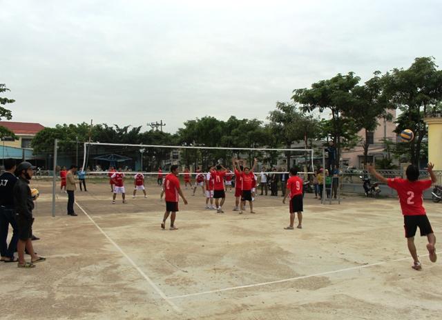 Giải đấu diễn ra sôi nổi, thu hút sự hưởng ứng mạnh mẽ từ các đơn vị. Ảnh: TR.NHAN