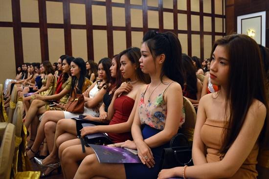 Buổi giao lưu nhằm giúp các thí sinh tự tin hơn trong cuộc thi Hoa hậu Hoàn vũ sắp đến