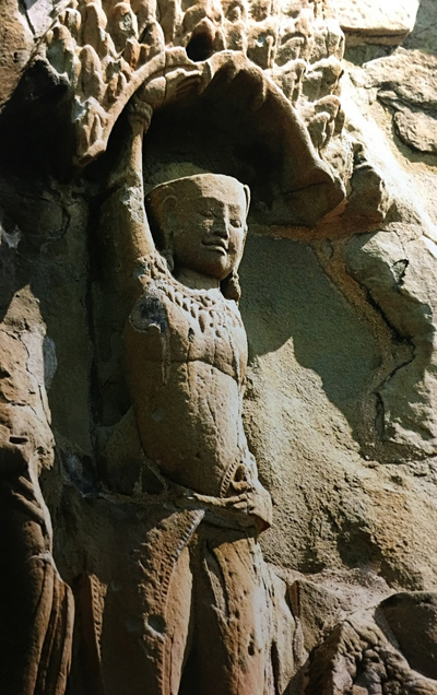 Phù điêu thần Krishna - Govardhana thể hiện trên ngôi đền Angkor Vat, thế kỷ 11-12, Campuchia.